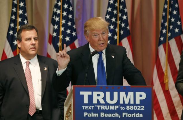 SNL skewers Chris Christie's 'sad, desperate' press conference with Donald Trump
