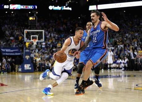 Warriors top Thunder for record-tying 44th straight home win